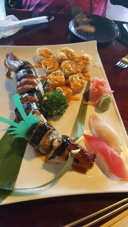 Kura Japanese Restaurant: Dragon roll, must try if you like eel