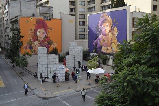 Andes Hostel: vista a los murales