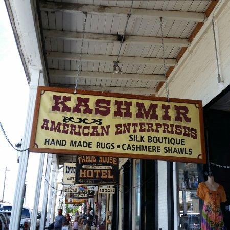 Kashmir American Enterprises: The entrance