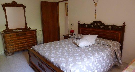 Valfabbrica, Italien: Triple bedroom