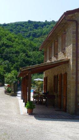 Valfabbrica, Italien: The cool east facing terrace