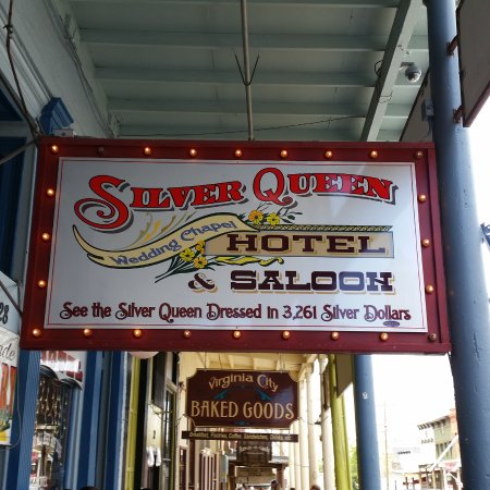 Silver Queen Hotel: th hotel entrance