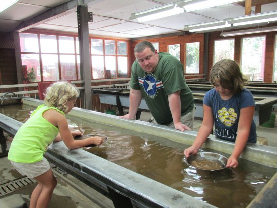 Dahlonega, GA: panning for gold