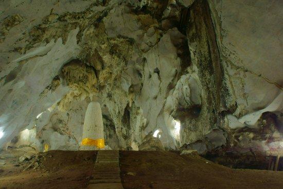 Tham Meuang On : หินงอกอายุนับพันปี