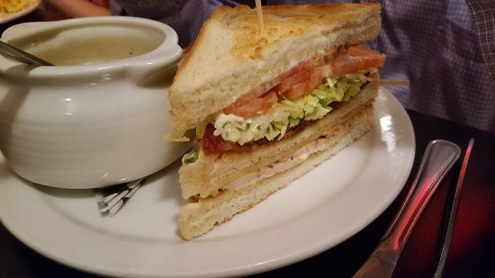 Fort Saskatchewan, Canadá: Turkey Club : fresh turkey....you can never find a better sandwich anywhere else : garanteed