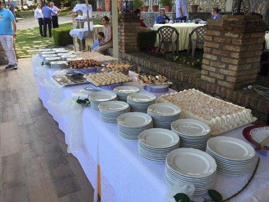 Aielli, Italien: buffet di dolci