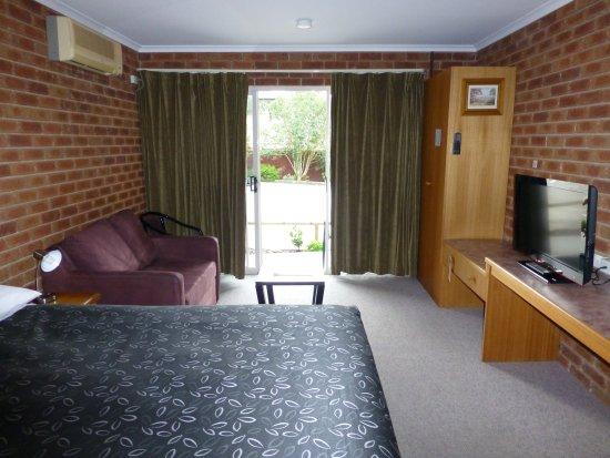 Inverloch, Australia: Standard QB Room (1 QB) Ensuite (Max 2 adults)