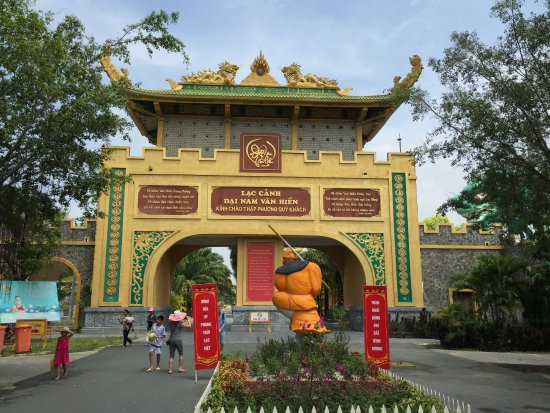 Theme Park - Entrance - Picture of Dai Nam Zoo, Ho Chi Minh