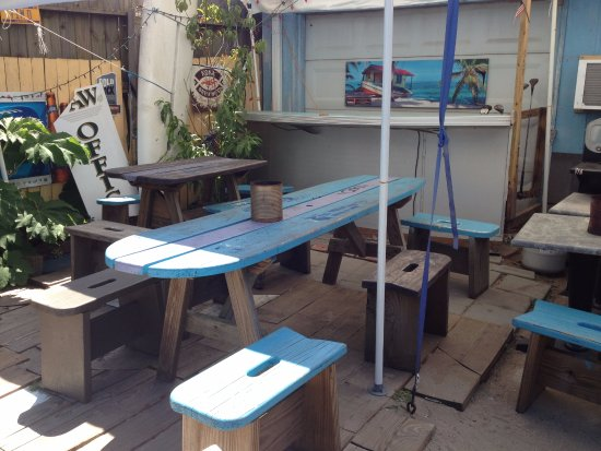 The Fat Pelican : Tables outside