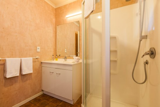 Motel Te Kuiti One Bedroom Unit Bathroom