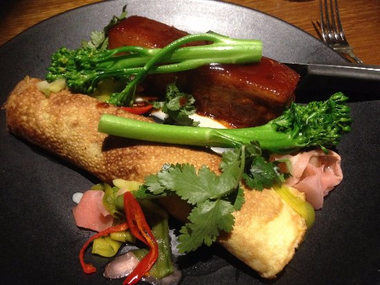 Lindisfarne, ออสเตรเลีย: Pork belly with japanese egg pancake, bok choy, ginger, broccolini & pickled cucumber