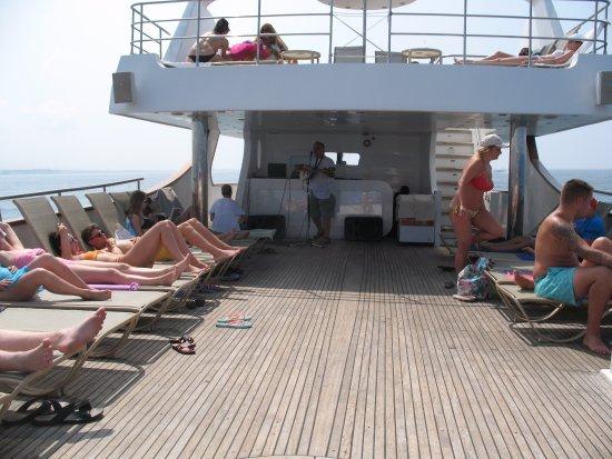 Paphos Sea Cruises: Live entertainment