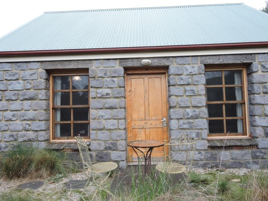 Branxholm, Australia: Front View of Ah Back cottage
