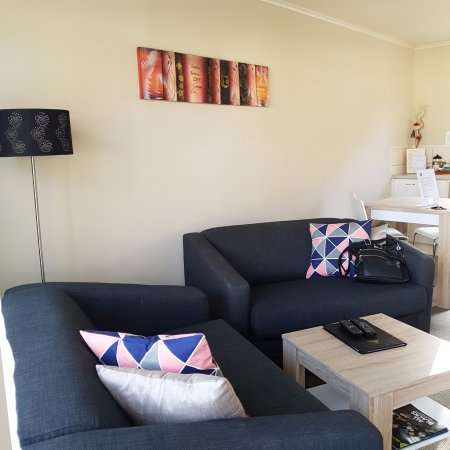 BEST WESTERN Braeside Rotorua: lots of space in the open plan living area