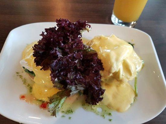 Loch & Quay : Eggs Bennedict