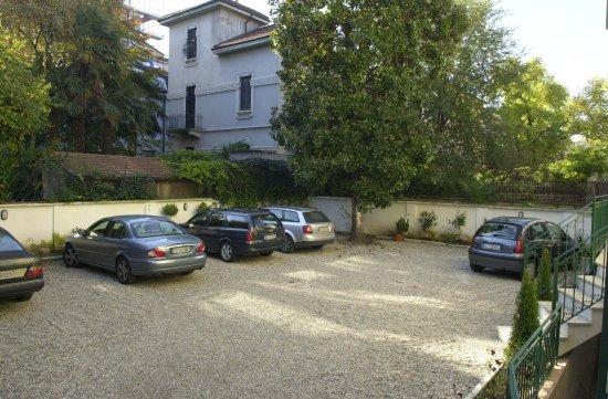 Villa Xenia: Parcheggio