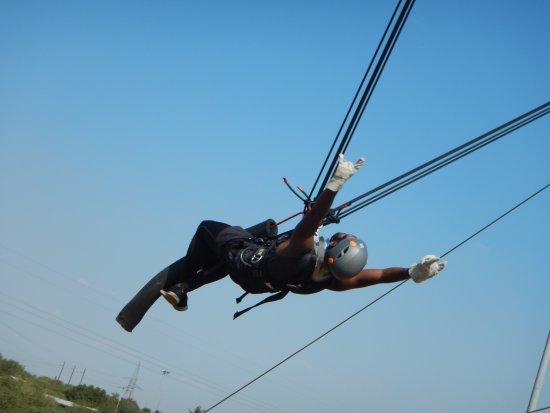 "Sun City, Afrika Selatan: Accelerator ""Human Slingshot"""