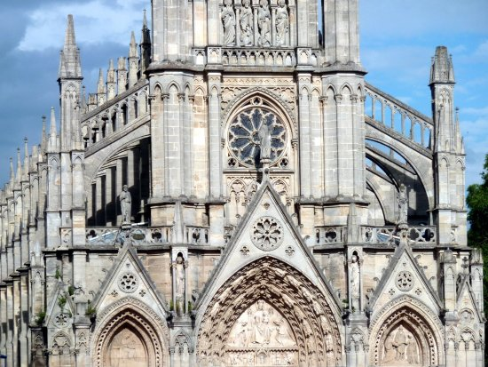 Bonsecours: basilique Notre-Dame de Bonsecours.