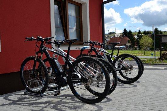 Bozi Dar, Repubblica Ceca: Půjčovna elektrokol