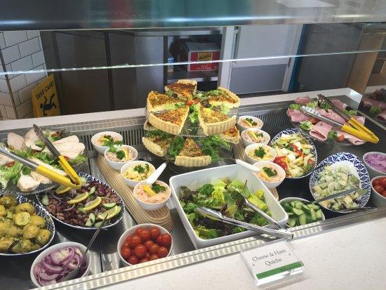 "Тоддингтон, UK: The healthy option ""new look"" Salad Bar"