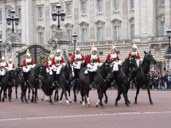 Guard changing - Horse parade - Picture of Buckingham ...  Guard changing ...