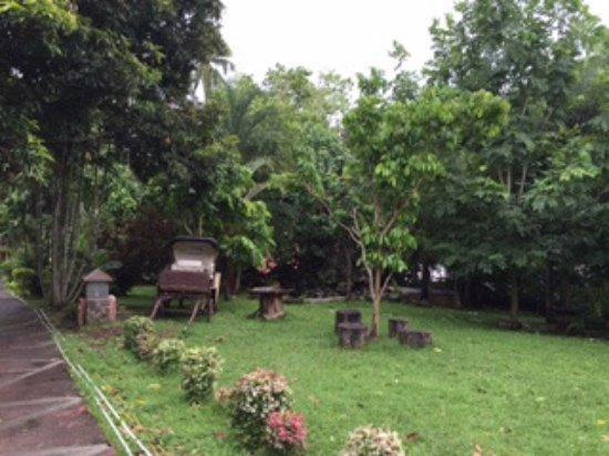 Mataas Na Kahoy, Philippines: Gardens