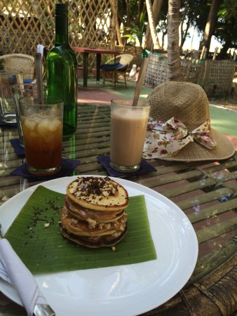 Full Moon Cafe : The pancake and drinks we ordered