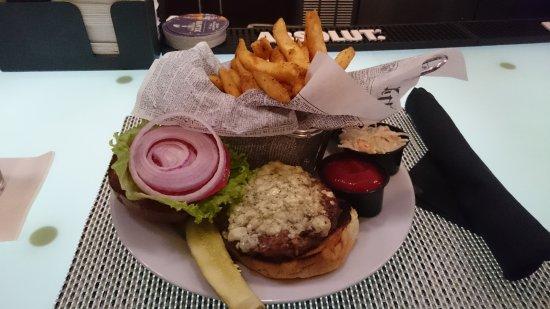 Holiday Inn Newark Airport: Burger mit Bluecheese und Frites