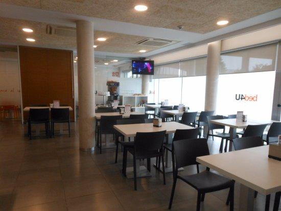 Hotel Bed4u Pamplona: Breakfast area.