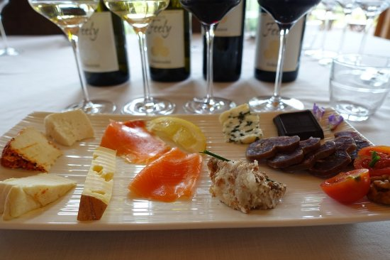 Saussignac, Francja: The organic tasting plate on the half day tour with wine and food pairing lunch at Chateau Feely