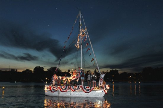 Neenah, Ουισκόνσιν: 4th of July Boat Parade