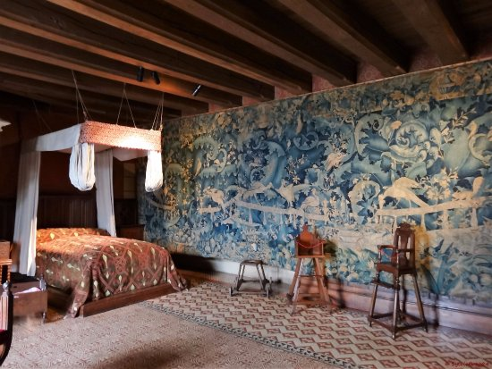 Cabinet des fa ences picture of chateau de langeais for Prix chambre chateau vallery