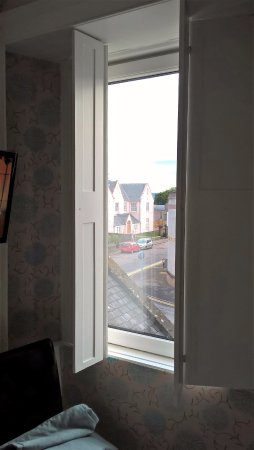 Redcliffe Hotel: Shutters on the window, no curtains
