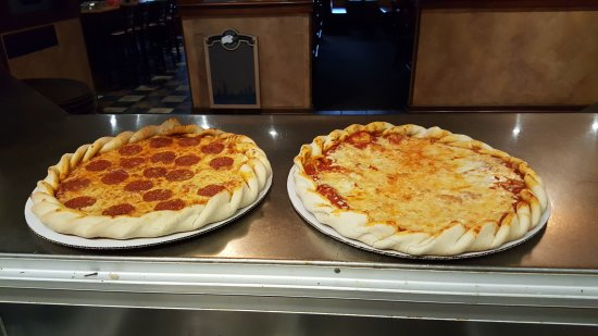 Glacier Rock Restaurant: Come try one of our handmade pizzas cooked in a open Woodstone Oven