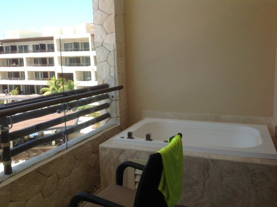 jacuzzi on balcony picture of hideaway at royalton riviera cancun puerto morelos tripadvisor. Black Bedroom Furniture Sets. Home Design Ideas