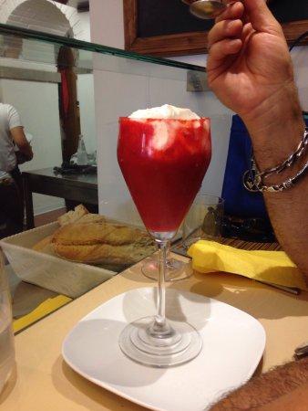 Zeb: Mousse ricotta con riduzione di fragole + foto locale