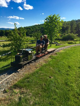 Huntington, VT: Garden Railroad at Windekind Farm