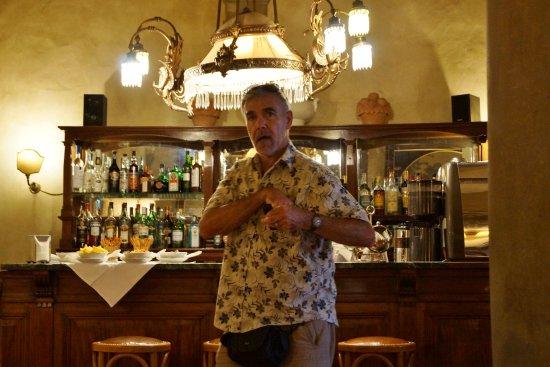 Hotel Loggiato dei Serviti: Rick at the Hotel Bar