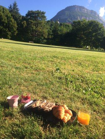 Corenc, Frankrike: Petit Déjeuner