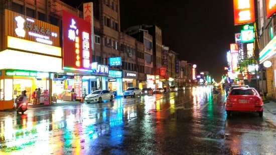 Yuanshan Night Market