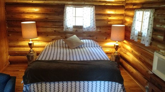 Patten, ME: Cozy log cabins