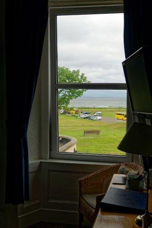 Braeval Hotel: Vue sur le parc et la plage depuis la chambre