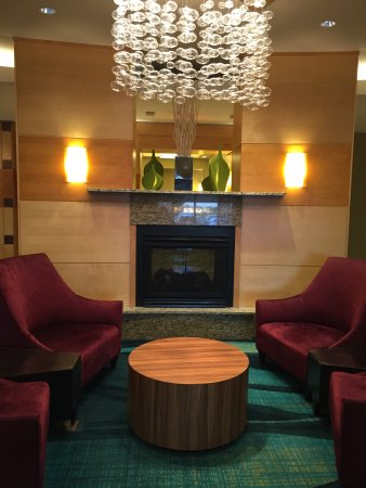 SpringHill Suites Hagerstown: breakfast room/lobby area