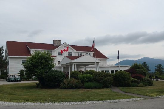 White Mountain Hotel and Resort: Main entrance