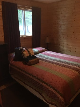 Maple Lodge Cabins and Motel: photo1.jpg