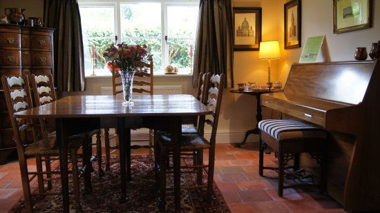Apple cottage bed and breakfast northampton england b for Dining room northampton
