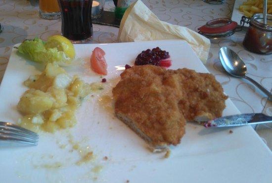 Weer, Autriche : Köstliches Gordon-bleu  mit Kartoffelsalat. Sehr schmackhaft.