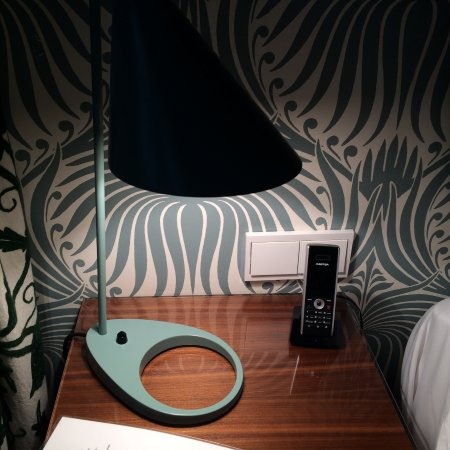 Hotel Thoumieux: Nice bedside lamps