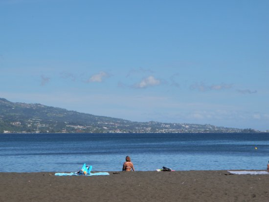 Adventure Eagle Tours with William Leeteg : Black sand beach he took us to.