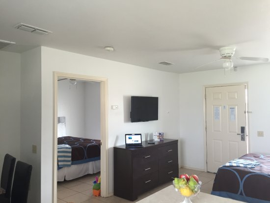 Port Isla Inn: room